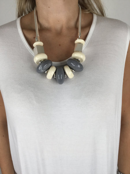 Lagenlook Short Chunky Necklace in Grey and cream.code R001