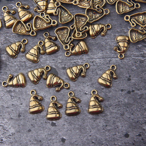 Bronze Santa Hat Charms, Christmas Charms, Xmas Charms, Santa Claus Hat Charms, 8 pieces // ABCh-066