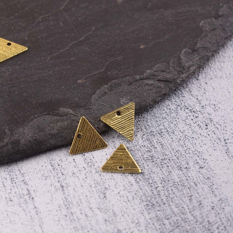 Triangle Raw Brass Charms, Striped Triangle Charms, Striped Raw Brass, Polymer Clay Charms, Stamping Blank Charms, 12 pcs // RAW-221