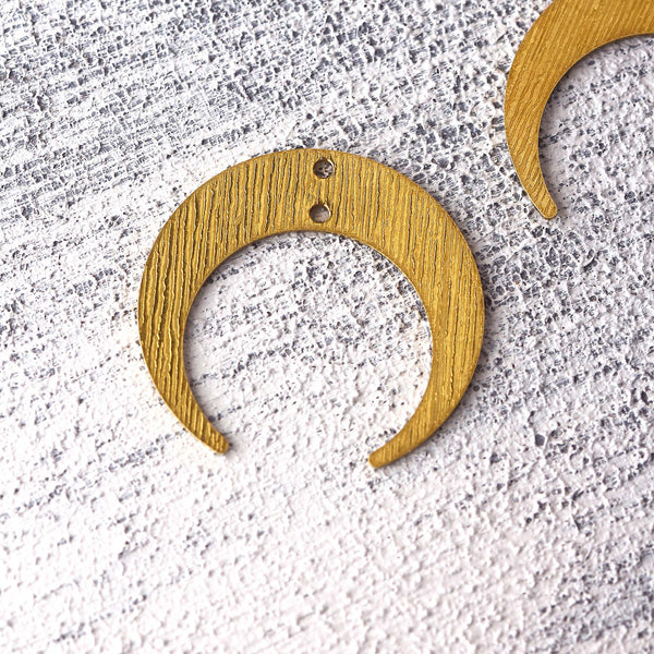 Crescent Raw Brass Pendants, Striped Raw Brass, Moon Earring Components, Polymer Clay Charms, Stamping Blank Charms, 4 pcs // RAW-227