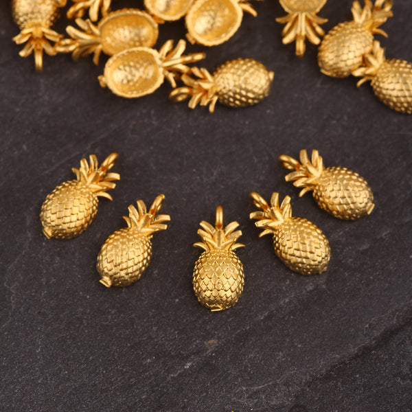 Mini Pineapple Charms, Gold Pineapple Charms, Fruit Charms, Bracelet Charms, Pineapple Jewelry Supplies, 10 pieces // GCh-382