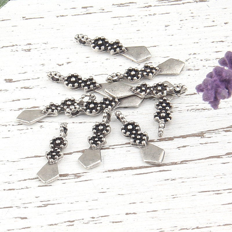 Antique Silver Plated Spear Charms, 10 pieces // Sch-127