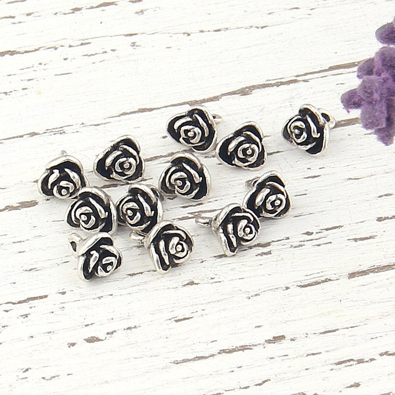 Mini Daisy/Flower Charms, Antique Silver Plated, 12 pieces // SCh-129