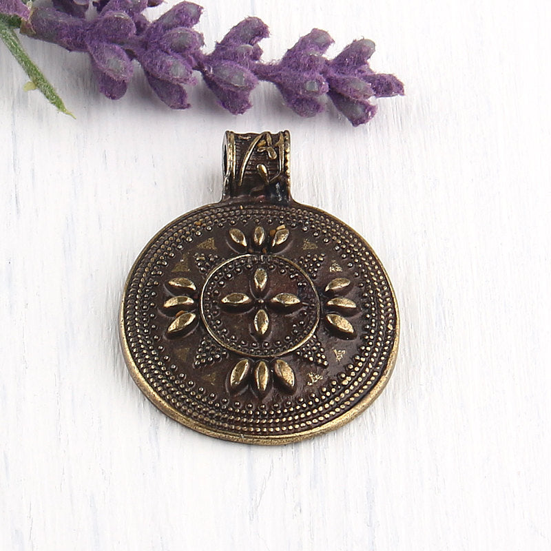 Round Circular Tribal Patterned Pendant, Bronze Plated, 1 piece // ABP-073