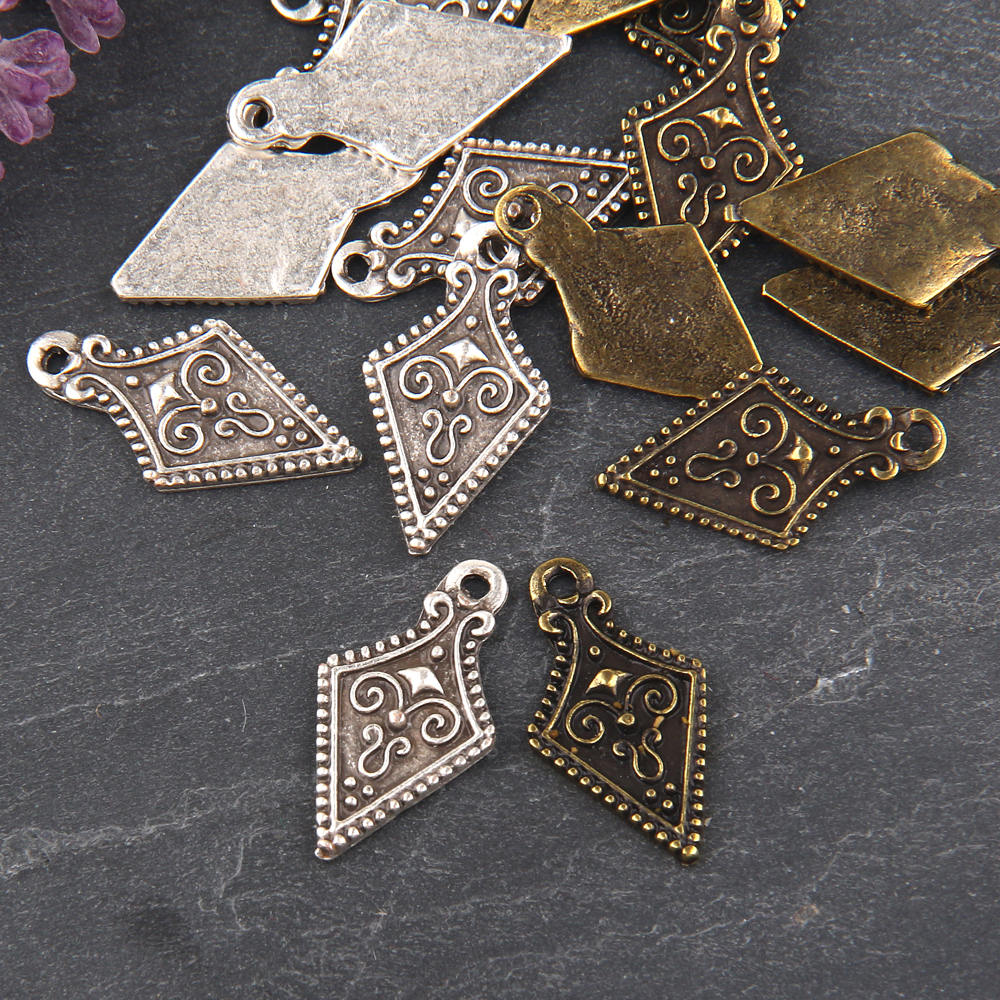 Silver, Shield Tribal Charms, Tribal Charms, 8 pieces // SCh-148