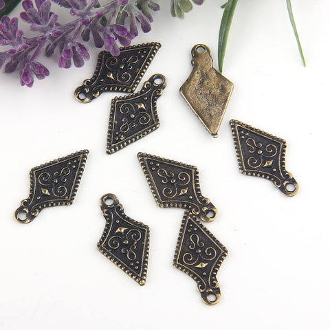 Antique Bronze, Shield Tribal Charms, Tribal Charms, 8 pieces // ABCh-029