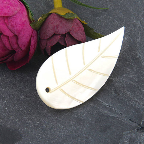 SALE, Mother of Pearl Shell Leaf Pendant, Shell Pendant, Leaf Pendant , MOP Pendant , 1 piece // PND-028