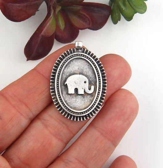 Silver Plated Oval Elephant Medallion Pendant, Pendant, 1 piece // SP-342