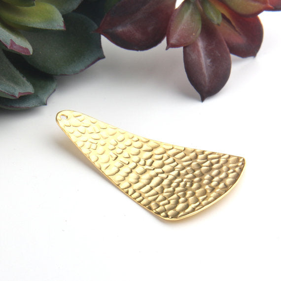 Gold Textured  Curved Triangle Pendant, Geometric Pendant, Necklace Pendant, Jewelry Findings, 1 piece // GP-558