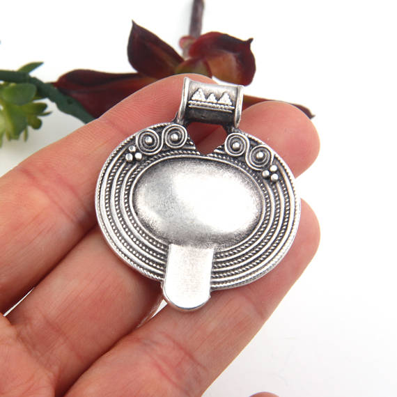 Silver Oval Tribal Pendant, Oval Ethnic Pendant,Matte Silver Plated, 1 piece // SP-350