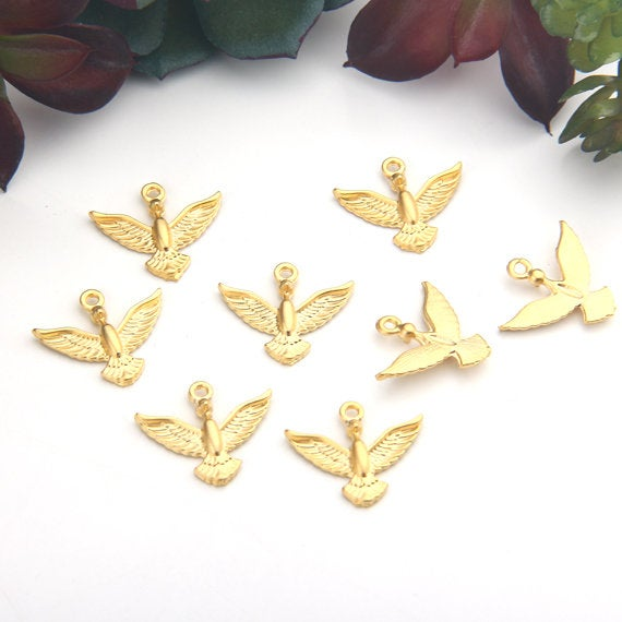 Matte Gold,  Flying Bird Charms, Bird Charms, 8 pieces // GCh-290