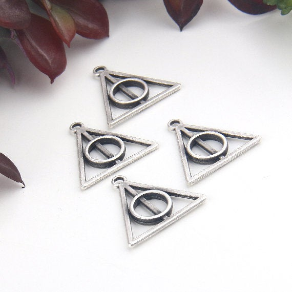 Silver, Triangle Charm Pendants, Circle in Triangle, Abstract Pendants, Geotmetric Charms, Geometric Pendants, 4 pieces // SP-381