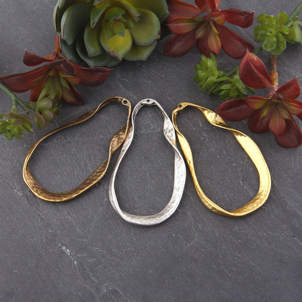Large Twisted Oval Loop Gold Pendant, Hammered Oval Loop Pendant, 1 piece // GP-630