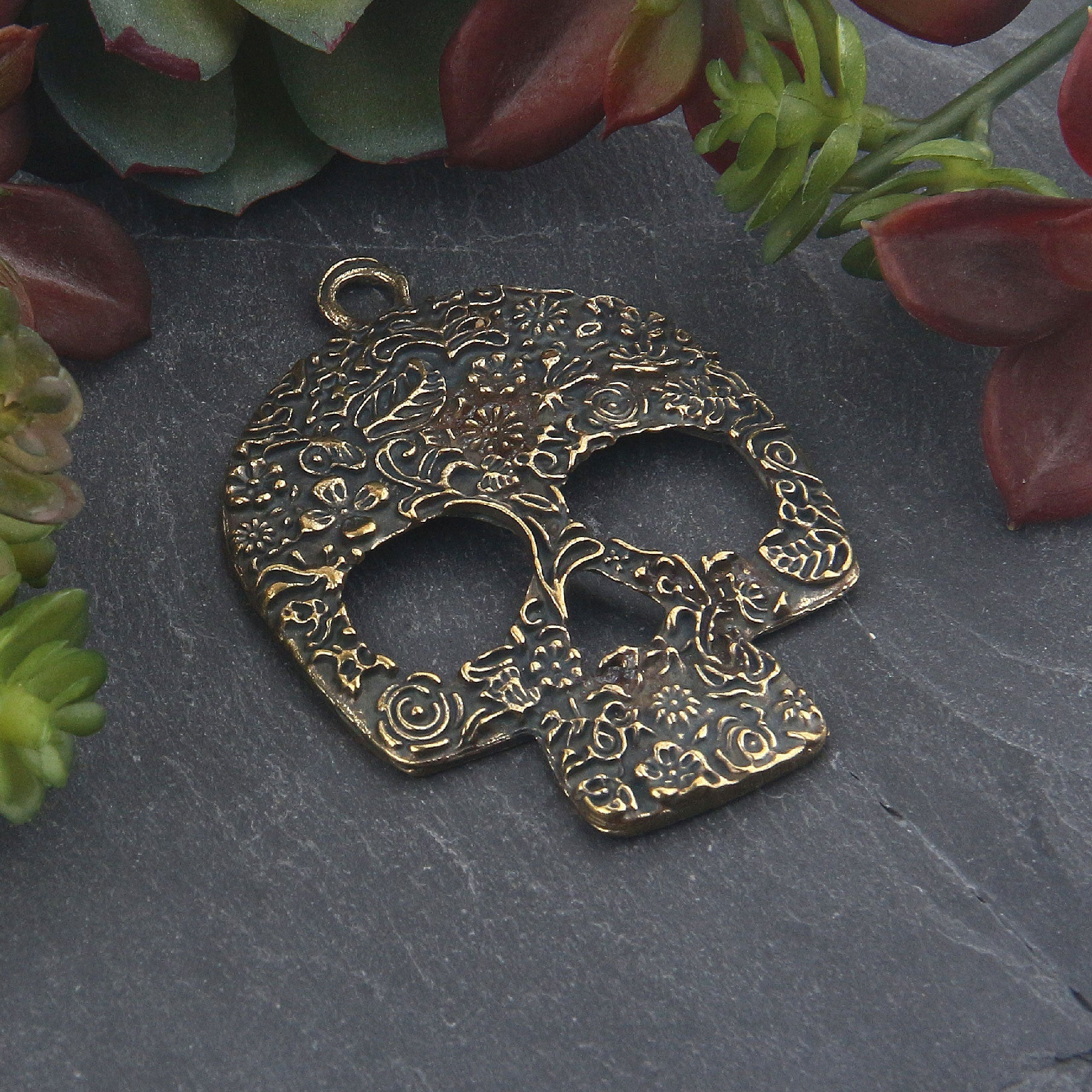 Antique Bronze Floral Patterned Skull Pendant, Day of the Dead, Skull Mask Pendant, 1 piece // ABP-138
