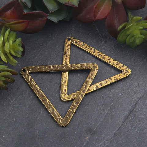 Antique Bronze Plated Hammered Triangle Connector, Triangle Pendant, Geometric Jewelry, 2 pieces // ABC-047