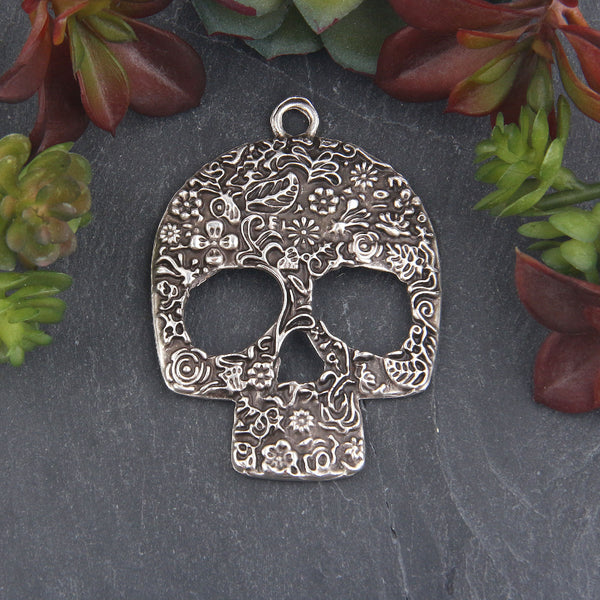 Antique Silver Floral Patterned Skull Pendant, Day of the Dead, Skull Mask Pendant, 1 piece // SP-429