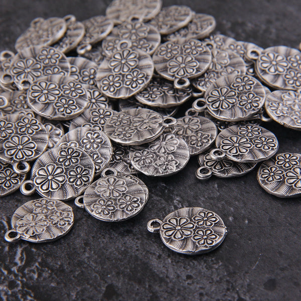 Flat Floral Charms, Daisy Charms, Round Flat Charms, Antique Silver Charms, 6 pieces // SCh-230