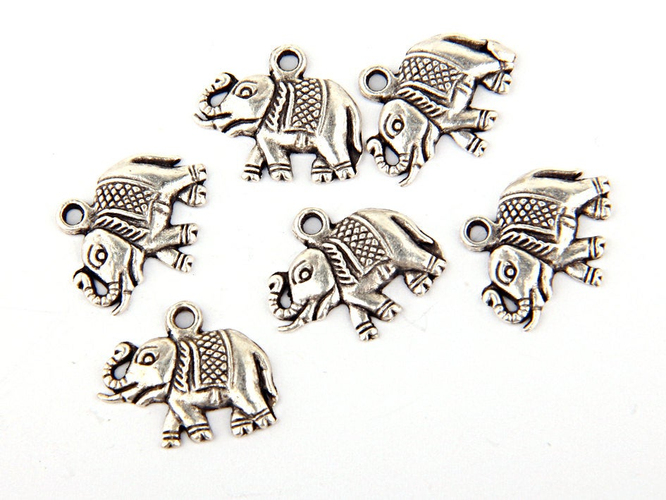 Silver Plated Elephant Charms, Animal Charms, Jewery Making Supplie, 6 pieces // Sch-102