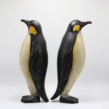 Load image into Gallery viewer, Wood Penguins Couple.