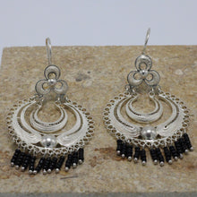 Load image into Gallery viewer, Onix and Silver Filigree Earrings 28