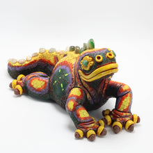 Load image into Gallery viewer, Ceramic Modeled Iguana 11