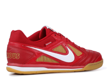 Load image into Gallery viewer, Nike SB Gato Supreme Red Size 8.5 US