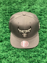 Load image into Gallery viewer, Chicago Bulls New Era Snapback Cap
