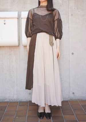 crease tulle gathered sleeve top [Dark Brown]