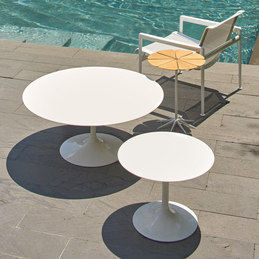 "Saarinen Outdoor 20"" Side Table - Vetro Bianco Top"
