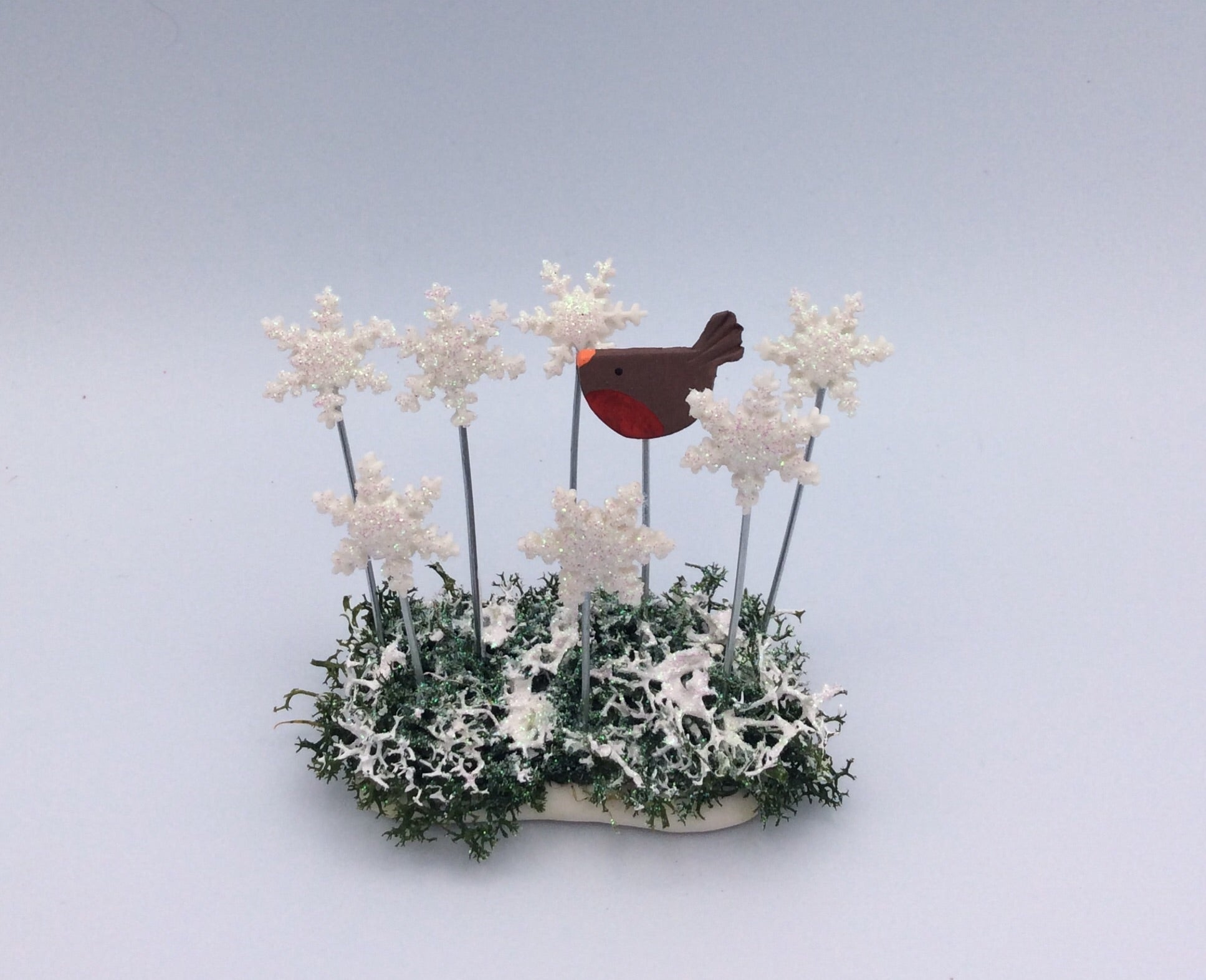 Robin and snowflakes scene oval base