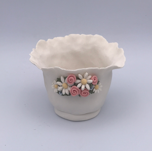 Porcelain pinch pot / vase