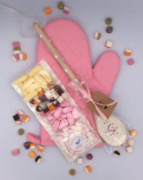 Baking gift set featuring personalised wooden spoon hanging decoration
