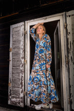 Laden Sie das Bild in den Galerie-Viewer, Maxikleid Seidenmix - Camo-Blumenprint