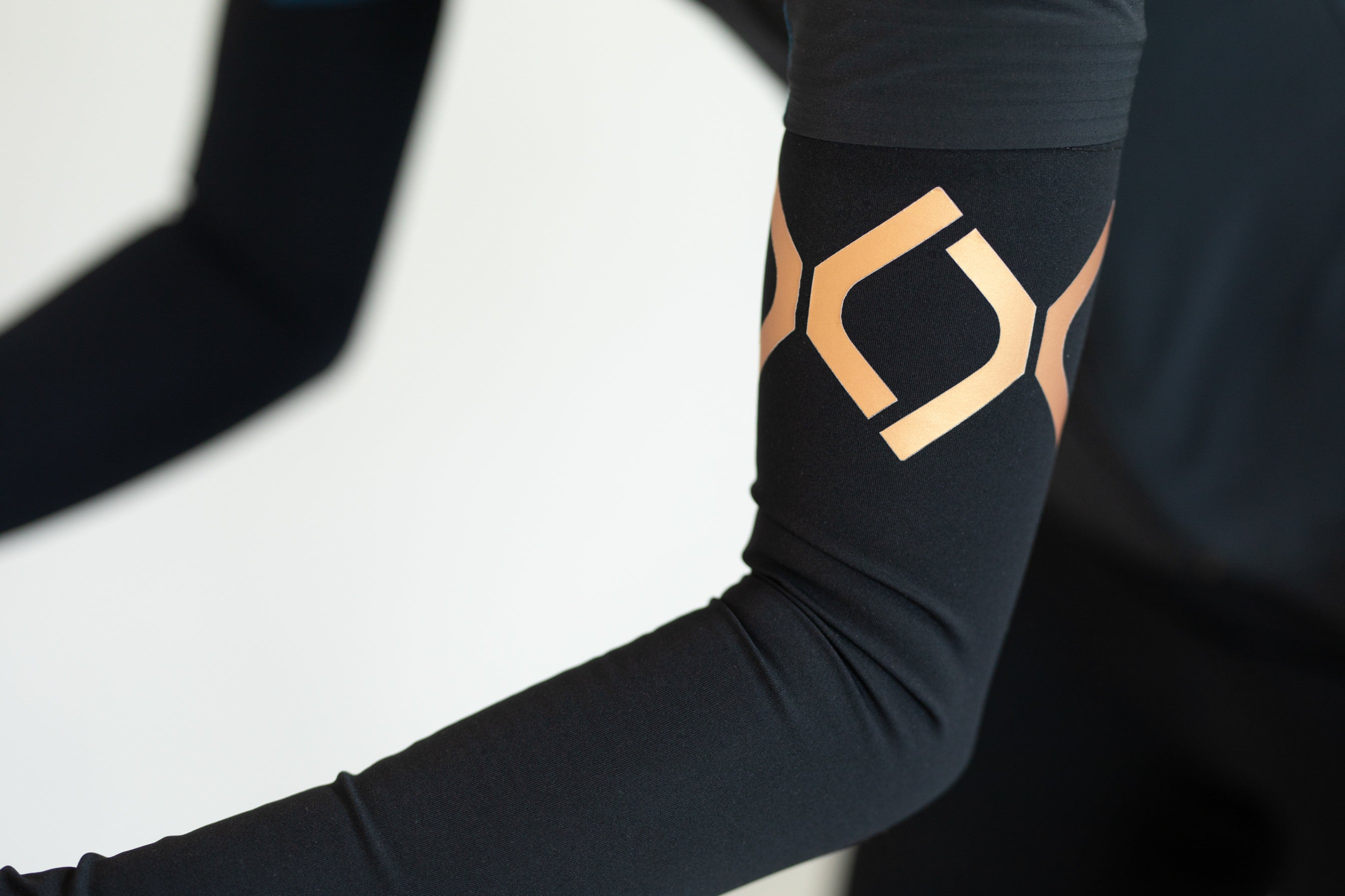 Dinamica by Sher is an extra comfortable and innovative cycling shorts for women, matt Italian fabric. Sher Dinamica shorts are Made with antibacterical properties and optimum support for every women