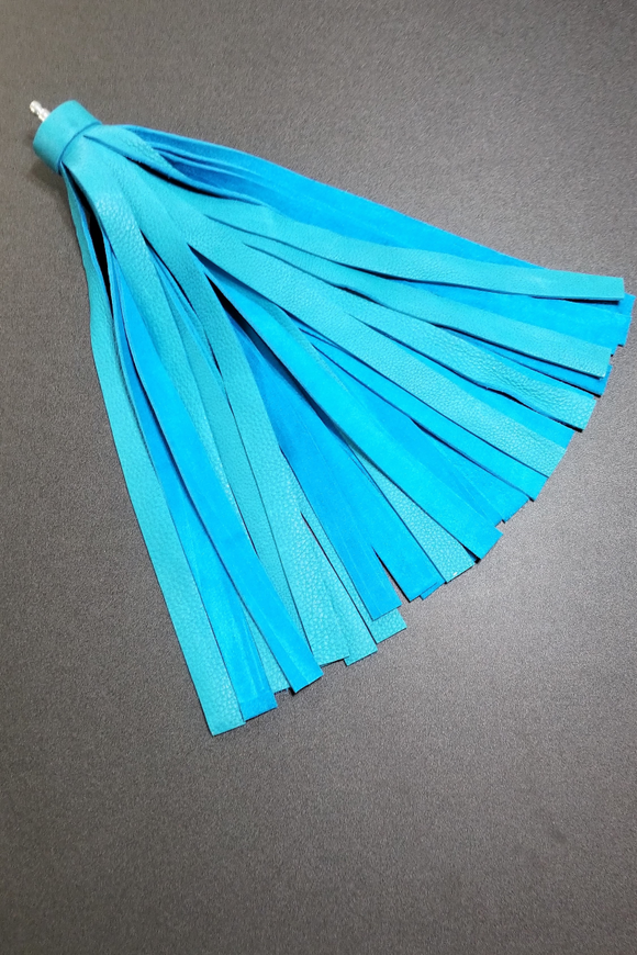 full view of Turquoise unique flogger head
