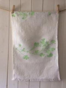 WILD SHAMROCK, TABLE RUNNER SIZE