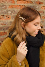 Load image into Gallery viewer, Classic Daisy barrette