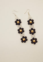 Load image into Gallery viewer, Classic Daisy Earrings