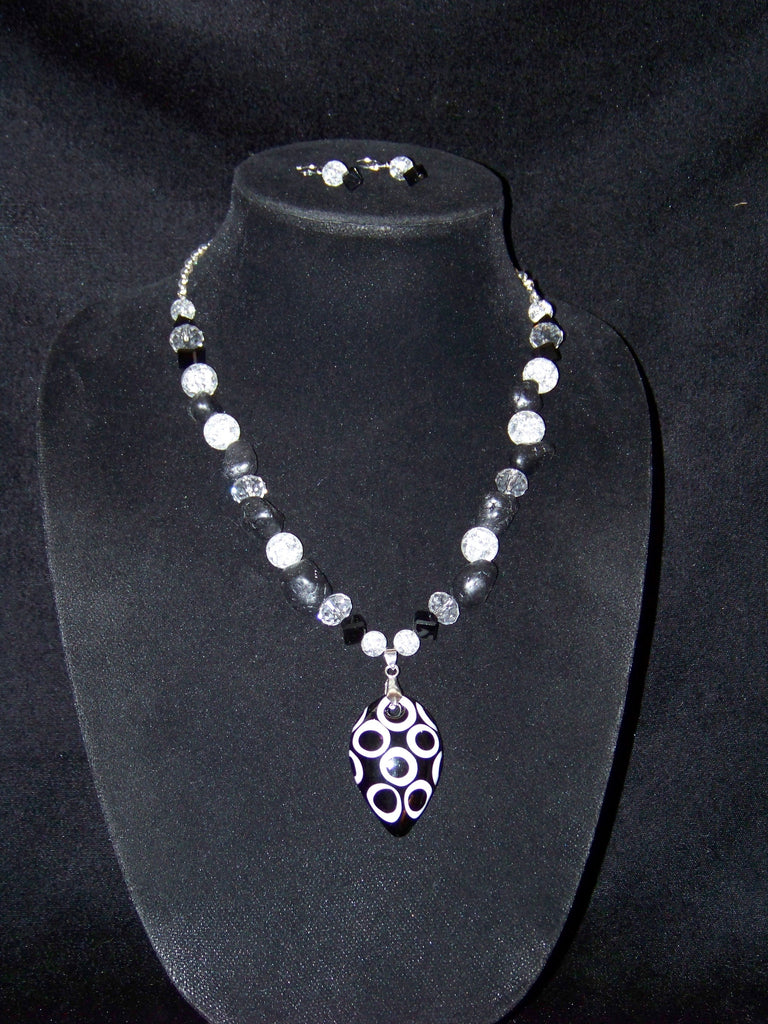 Black & White Pendant Necklace w/ Earrings
