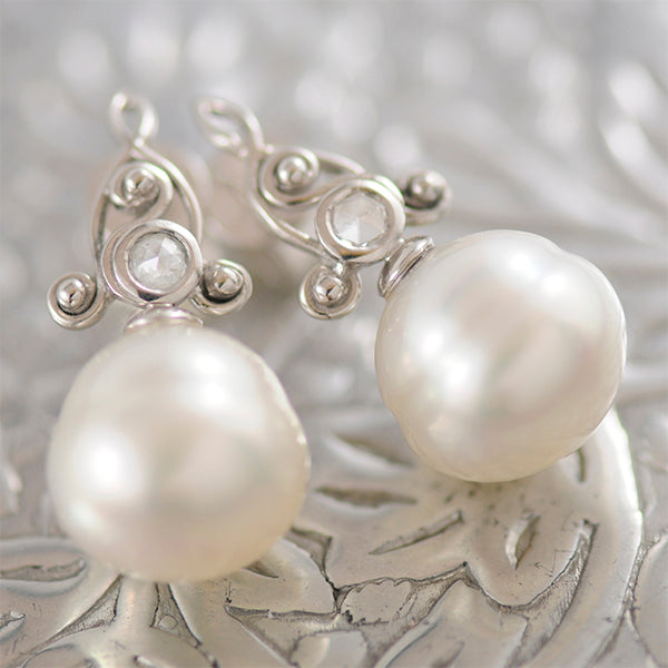 Pearl & Diamond Stud Earrings set in 18k White Gold