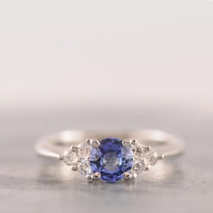 Sapphire & Diamond Ring set in 18k White Gold