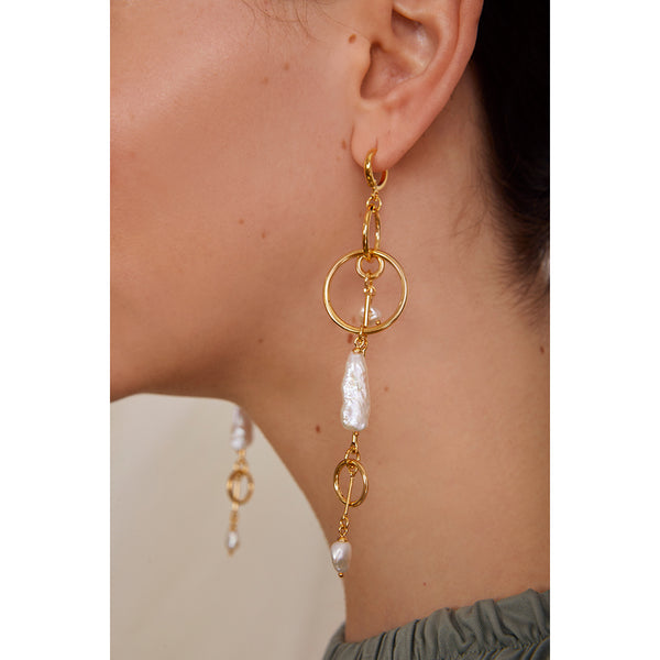 Pearl Mobile Earring in Gold