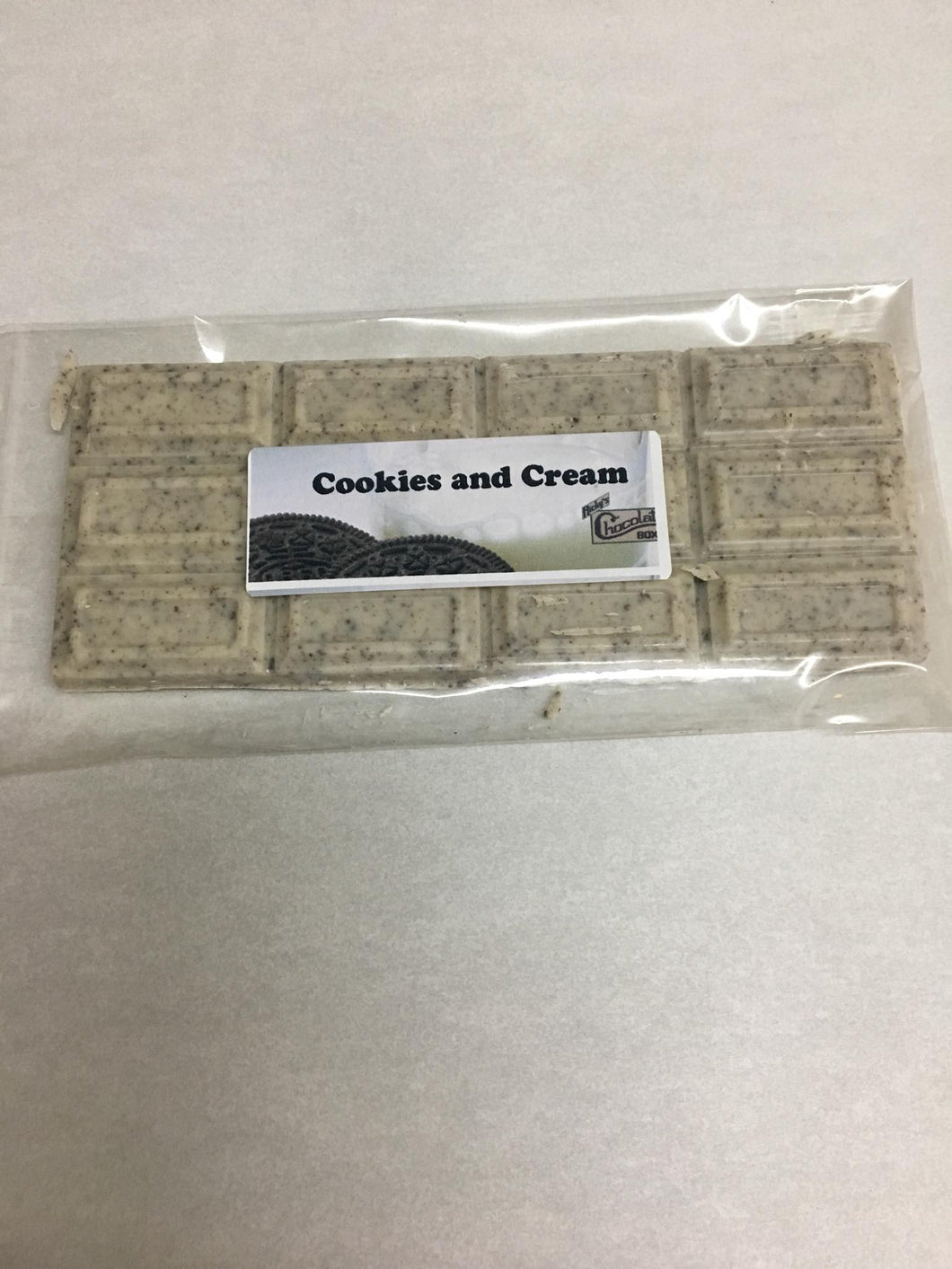 Cookies & Cream Chocolate Bar