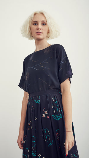SILKY TEE / floral on black