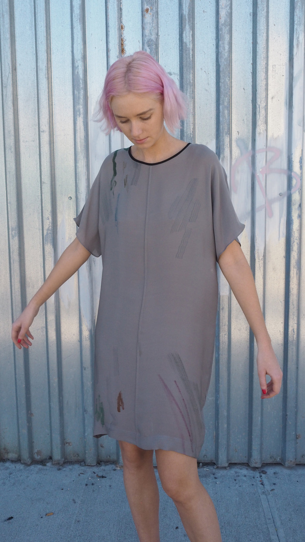 LAZY DRESS / brushstroke on grey