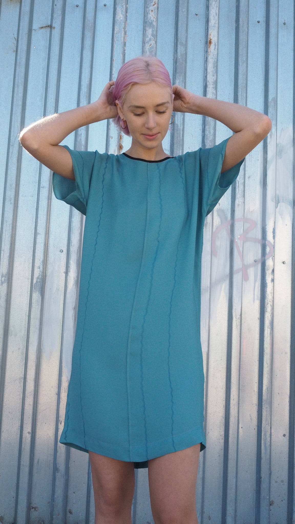 LAZY DRESS / vertical wiggle on aqua