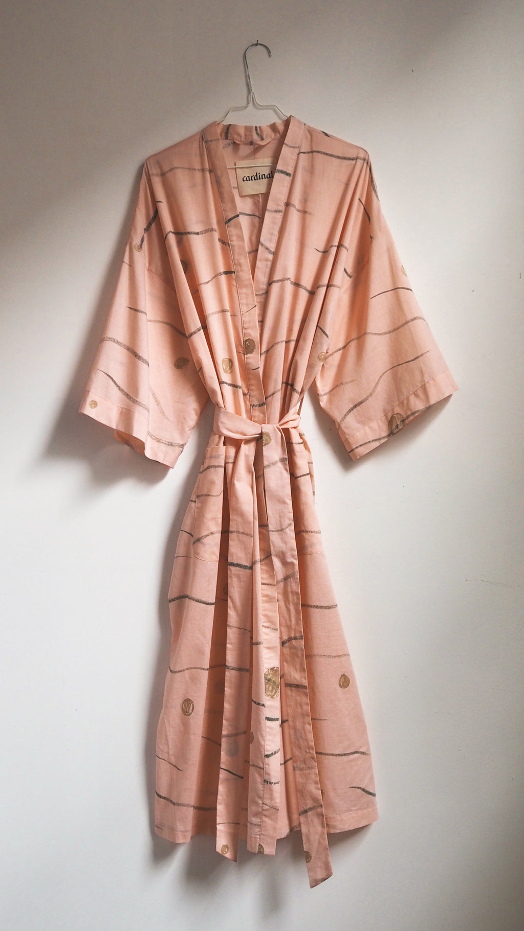 ROBE / hills and dots on blush