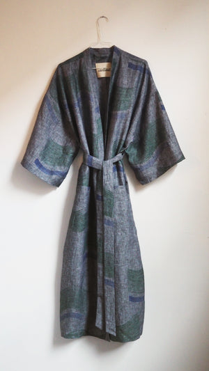 robe / green flag on blue