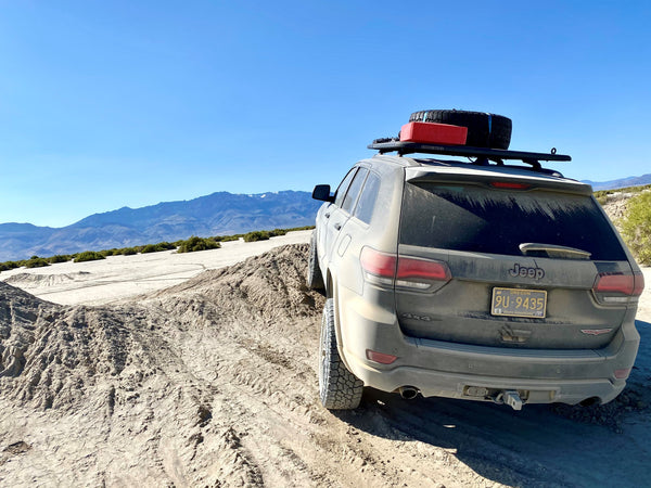 Off Road Jeep Grand Cherokee Flexing