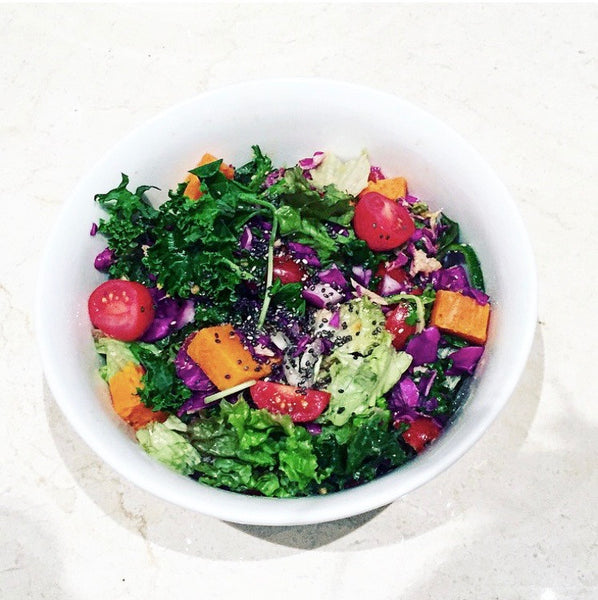 🍴🌿*Organic Kale, Red Cabbage and Sweet Potatoe Salad topped with Chia Seeds 🌿